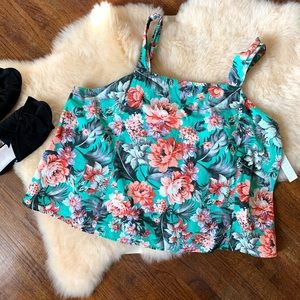Abound flower top NWT